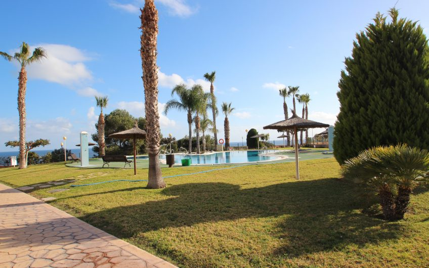 2 Bedroom penthouse and with large solárium in Aguamarina Cabo Roig