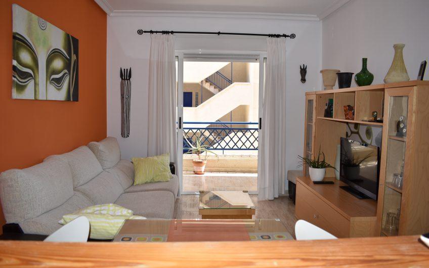 Apartamento en Arenales del Sol en Urbanización privada